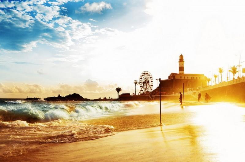 Sol forte no Farol da Barra, em Salvador