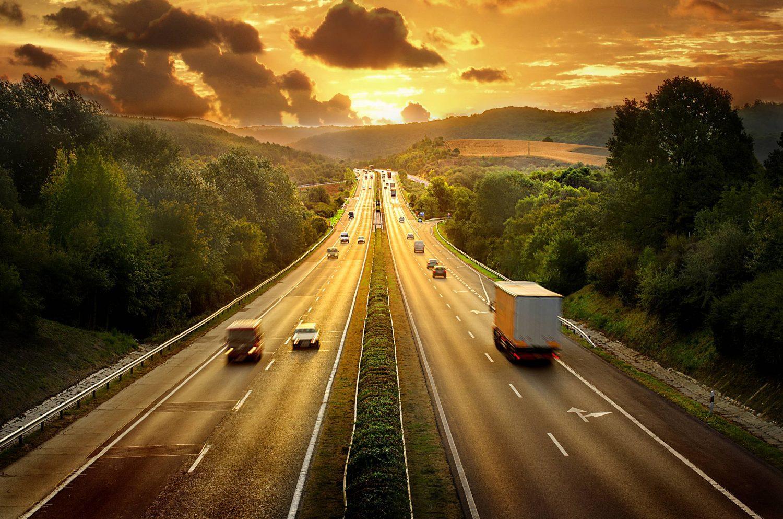 carros em estrada