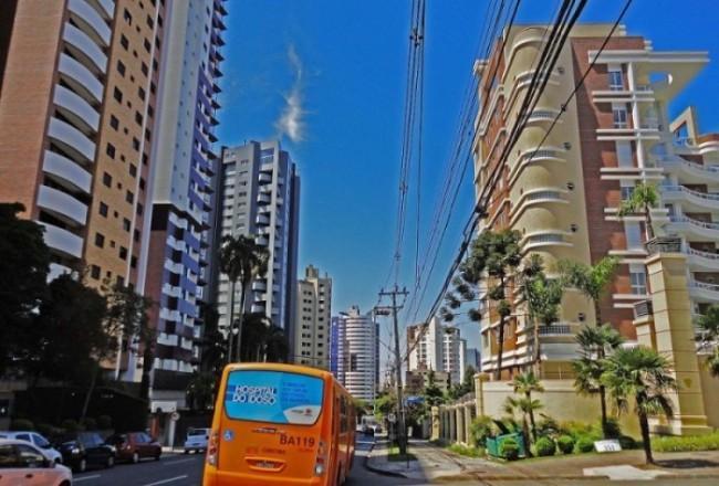 Vista da Avenida Campos Sales em Curitiba