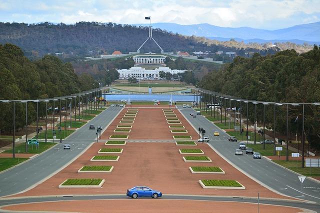 Velho e novo Parlamentos Australiano e Federation Mall