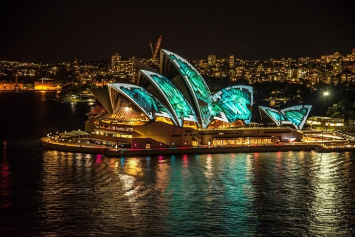 Opera House de Sydney iluminada à noite