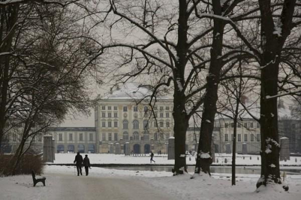 Parque em Munique com neve