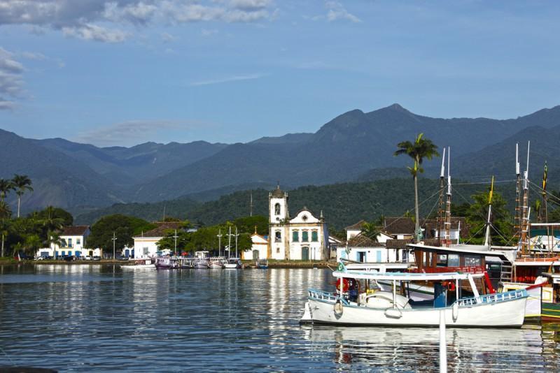 Centro histórico de Paraty e barcos