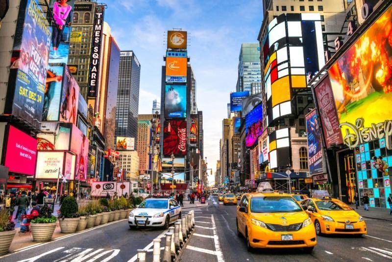 Rua e prédios na Times Square em Nova York