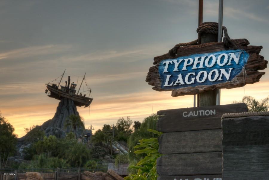 O Typhoon Lagoon e o barco Miss Tilly ao fundo
