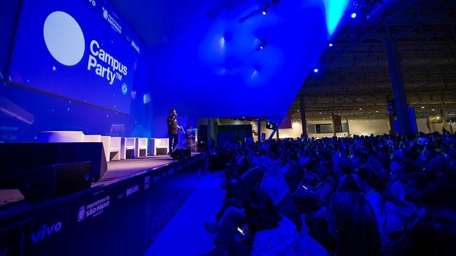 Palco e público da Campus Party 2015