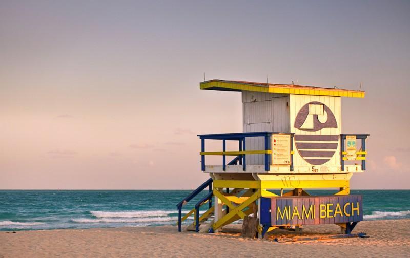 Posto salva-vidas amarelo em Miami Beach