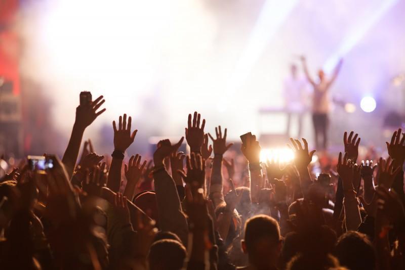 Pessoas em festival de música