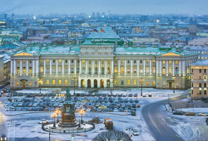 Palácio de Inverno em São Petersburgo com neve