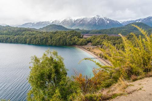 vista do lago espejo grande na patagônia argentina