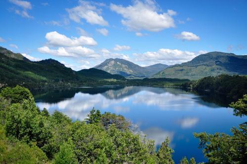 lago machonico na patagônia argentina no verão