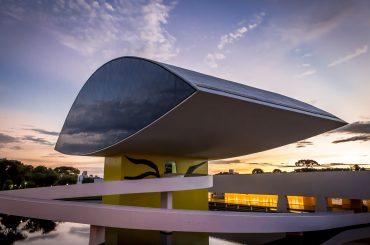 museu oscar niemeyer por do sol em curitiba