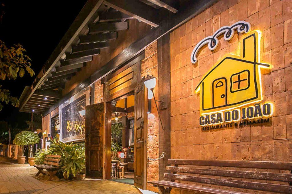 Fachada do restaurante Casa do João, localizado em Bonito.
