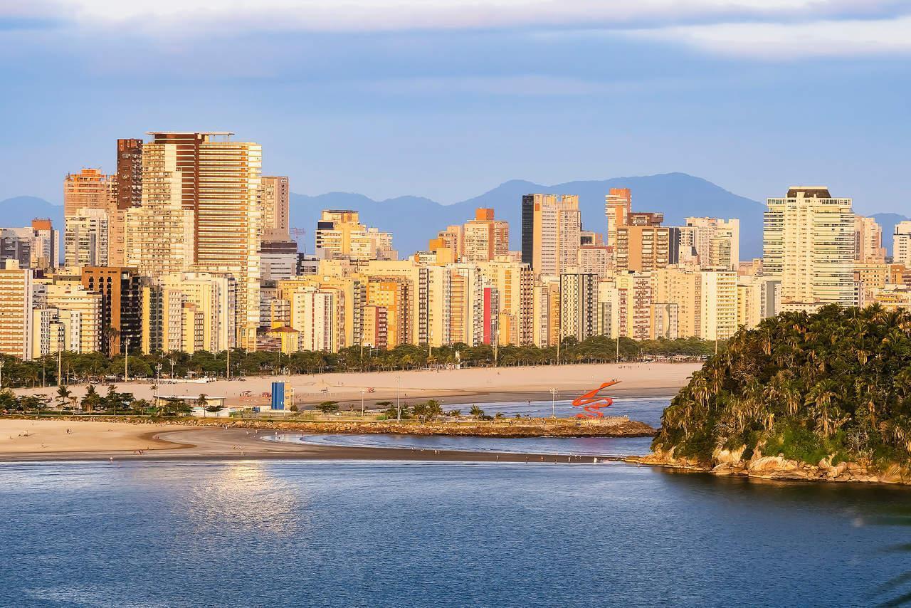Vista aérea da orla de Santos, litoral de São Paulo