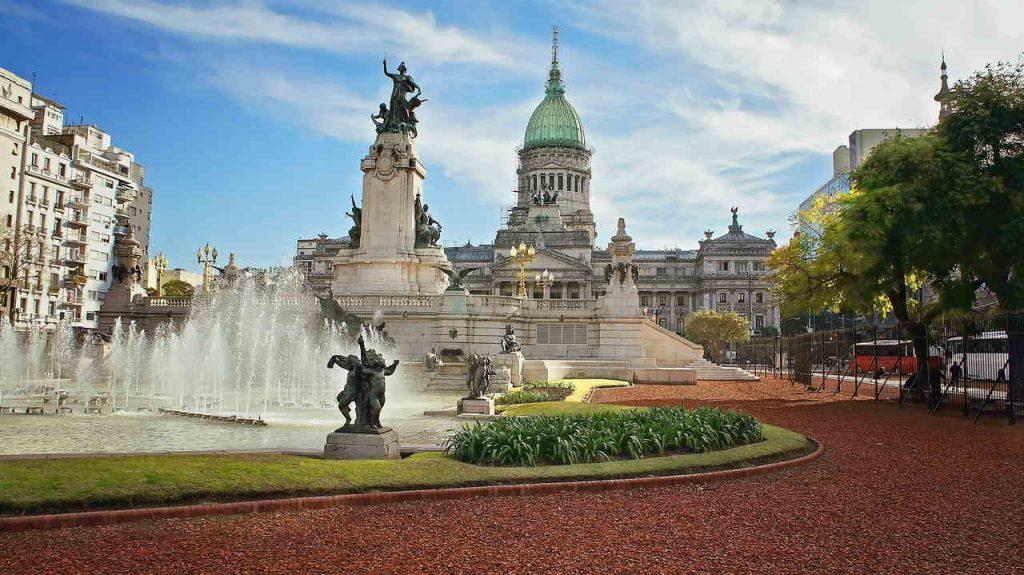 Fachada do edifício do congresso nacional em Buenos Aires, Argentina.