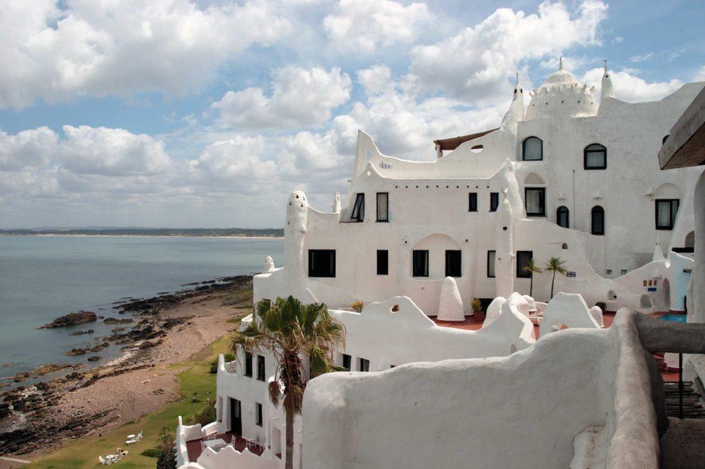 Fachada da Casapueblo em Punta del Este