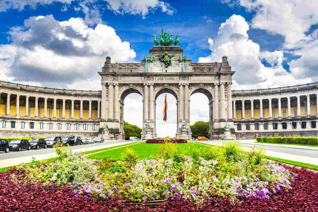 Vista diurna do Parc du Cinquantenaire, em Bruxelas