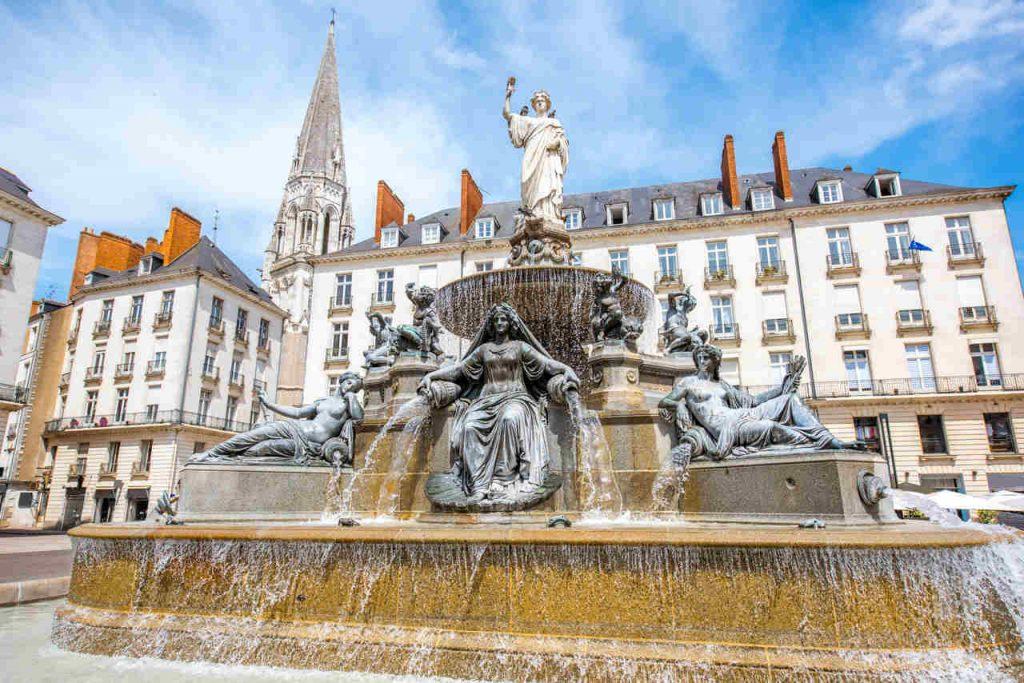 Fonte da praça real em Nantes, na França