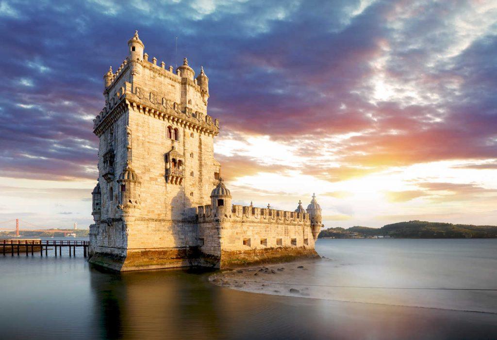 Torre de Belém, em Lisboa, ao entardecer