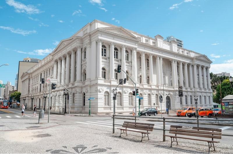 lateral e fundos do prédio histórico da ufpr