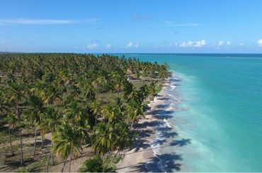 vista aérea da praia de antunes em maragogi