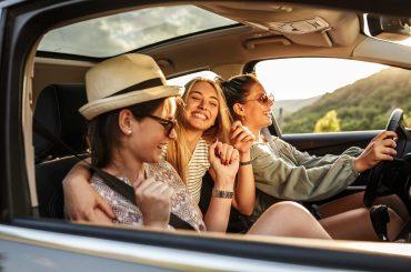 amigas-dirigindo-carro